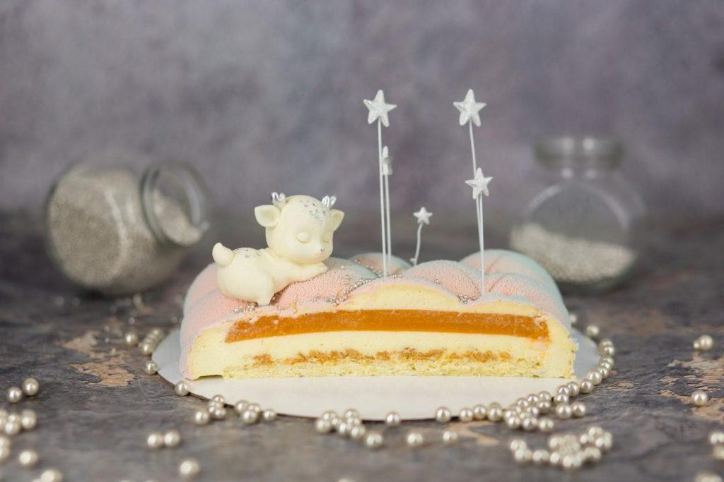 Муссовый торт облако с велюровым покрытием